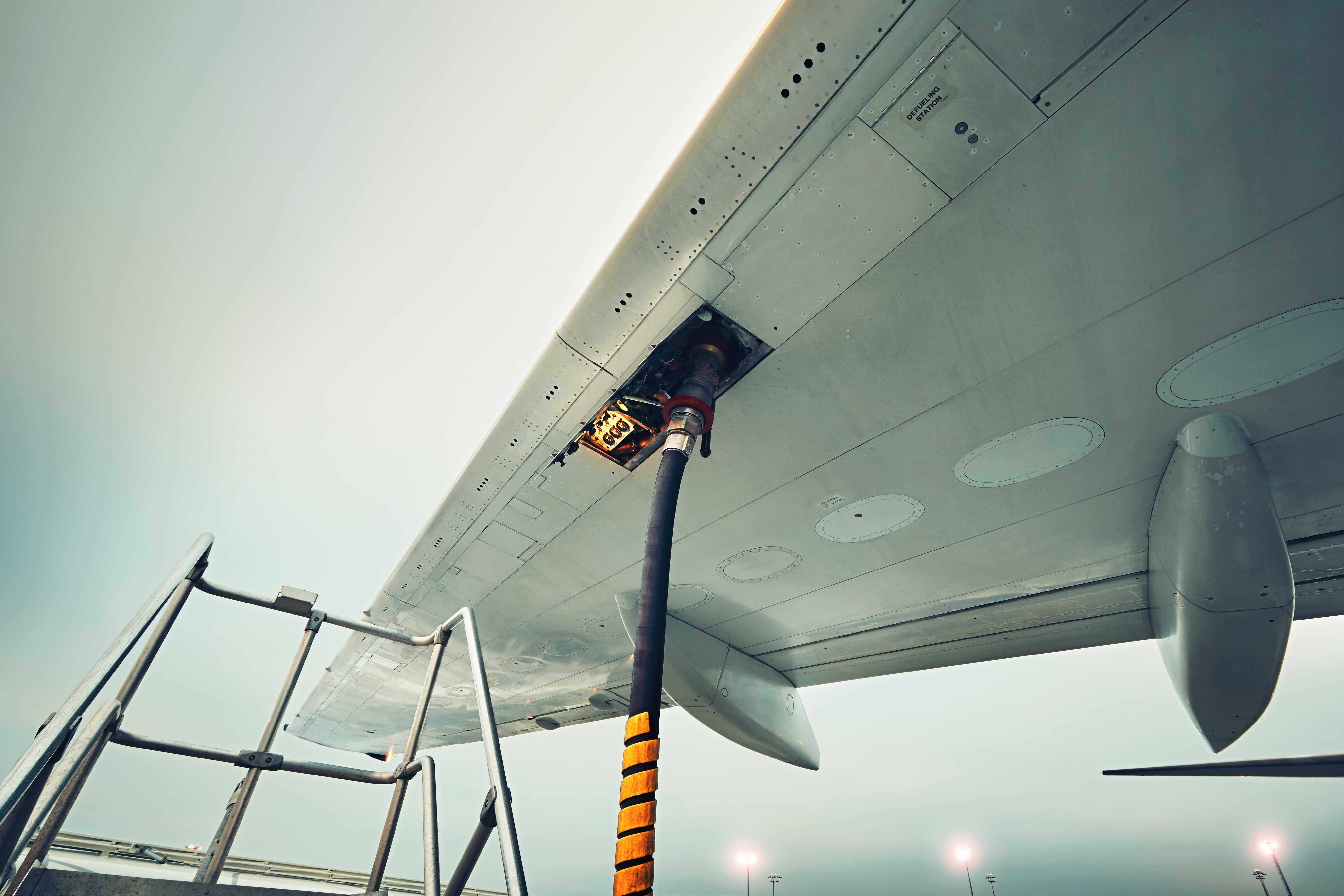 refueling-the-aircraft-PSG6T2M